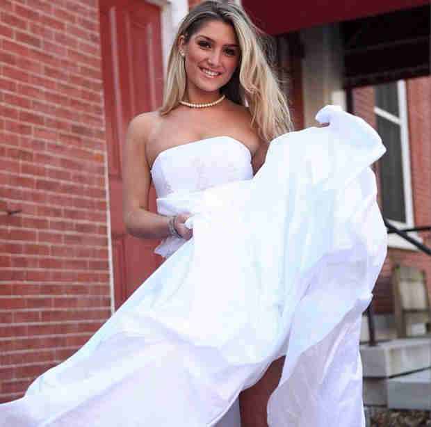 Elise Mosca Spotted in a Wedding Dress!? Did She Get Married?