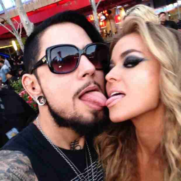 Carmen Electra and Dave Navarro Touch Tongues on Red Carpet (VIDEO)
