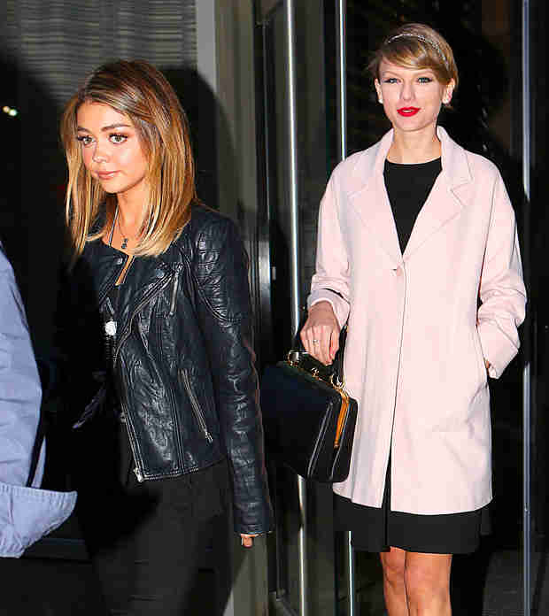 "Taylor Swift and Sarah Hyland Dress As ""Mom and Rebellious Teen"" on Girls' Night (PHOTO)"