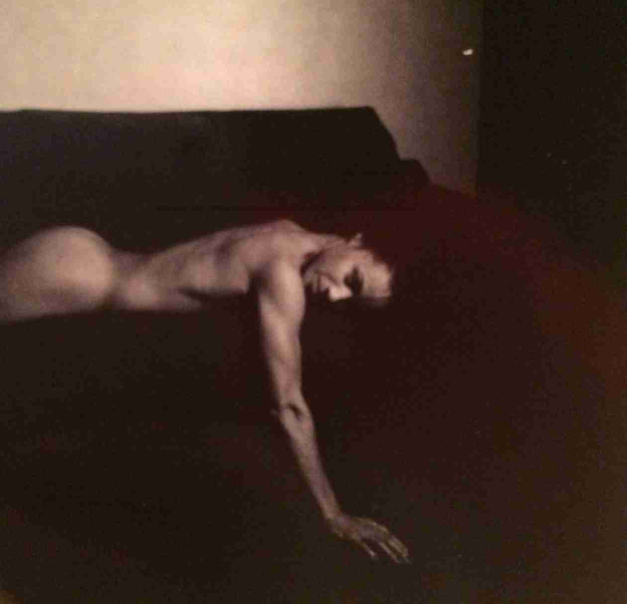 Jada Pinkett-Smith Goes Nude For Fans on Facebook! (PHOTO)