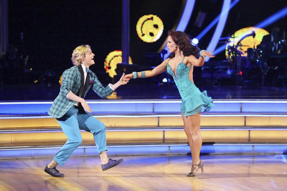 Dancing With the Stars 2014: Charlie White and Sharna Burgess's Week 5 Jazz (VIDEO)