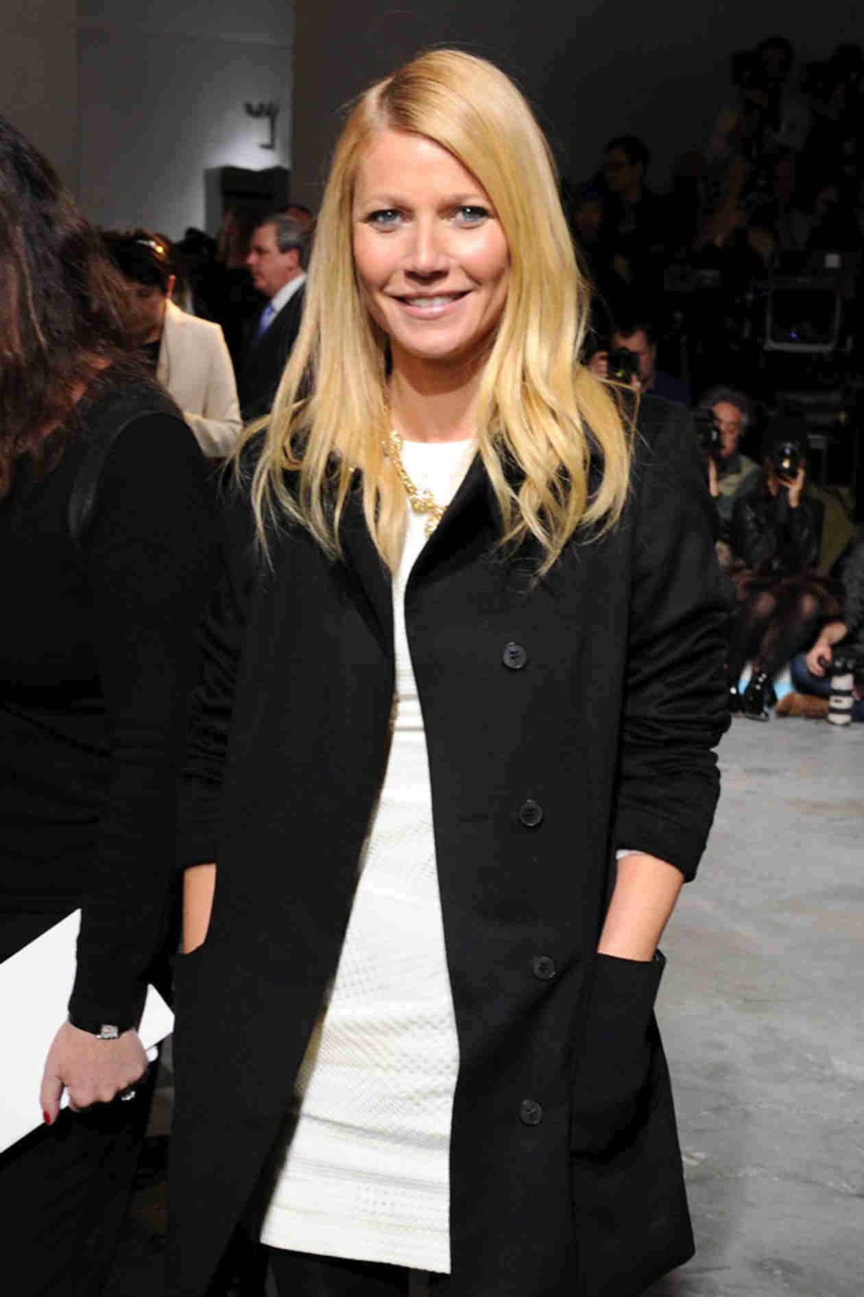 Gwyneth Paltrow Shares Ladies' Night Out Selfie — Who Joined the Fun? (VIDEO)