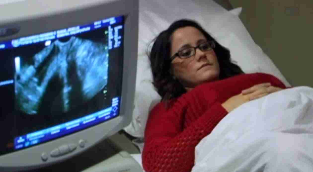 Jenelle Admits to Smoking During the Early Weeks of Her Pregnancy