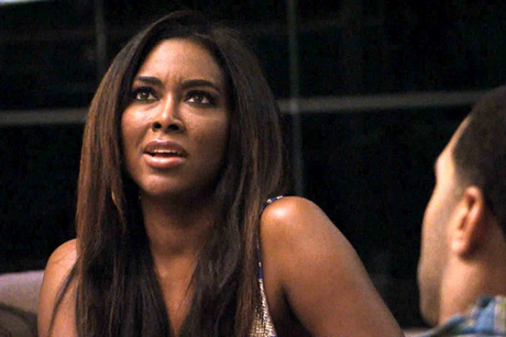 "Kenya Moore ""Is Basically Broke,"" Faking Celeb Lifestyle — Report"