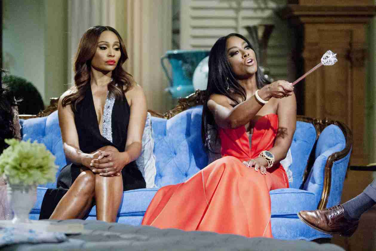 """Kenya Moore Calls Out Phaedra Parks For Being """"Dirty"""" About Velvet (VIDEO)"""