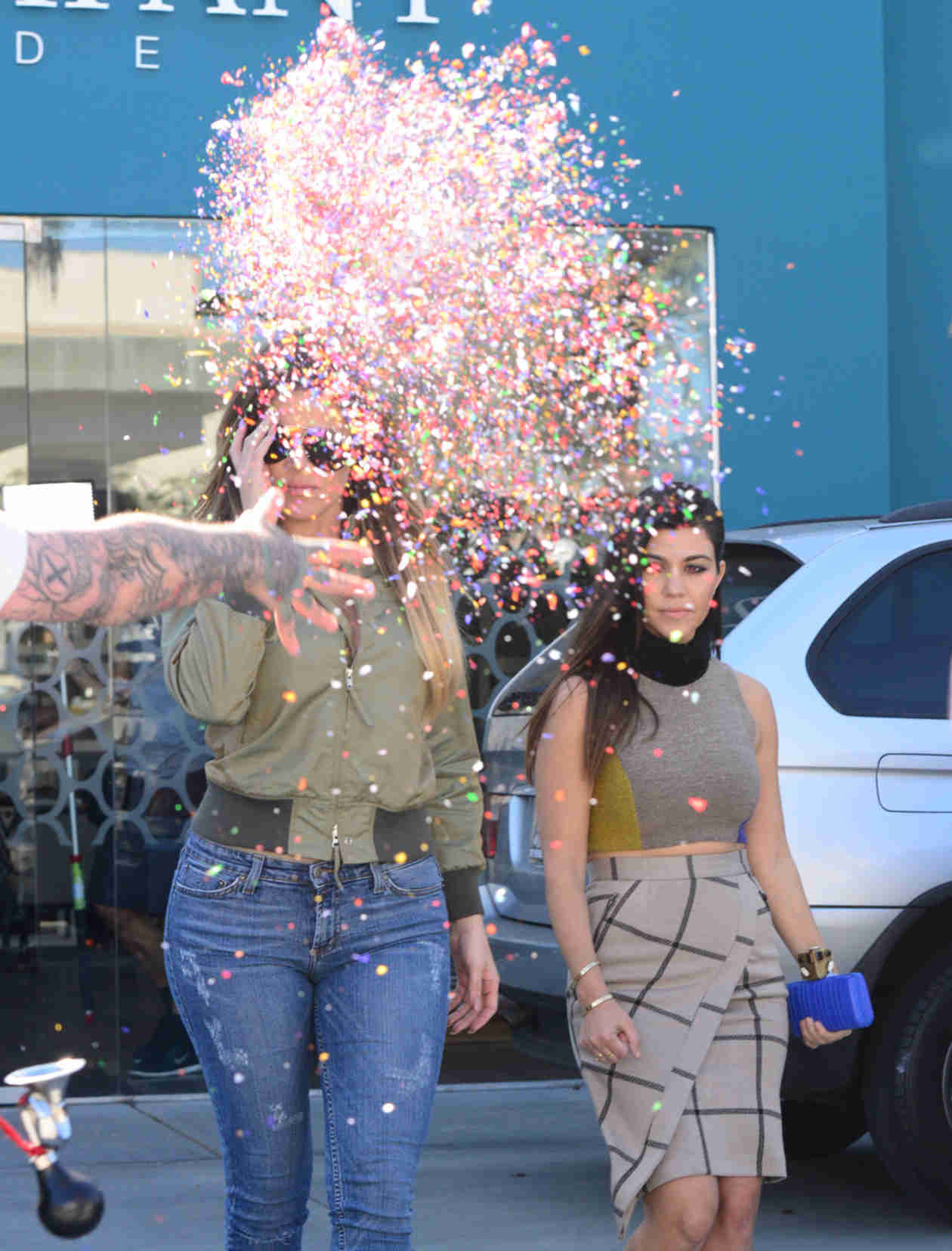 Khloe and Kourtney Kardashian Get Ambushed With Confetti by a Clown (PHOTO)