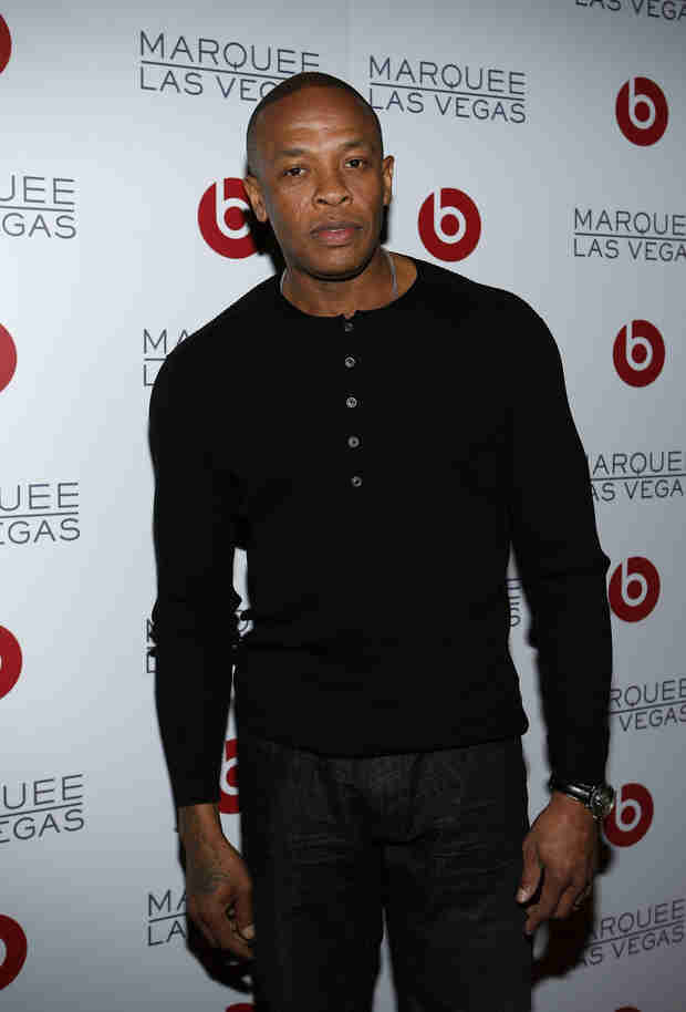 """Dr. Dre """"First Billionaire in Hip Hop"""" After Apple Reportedly Buys Beats (VIDEO)"""