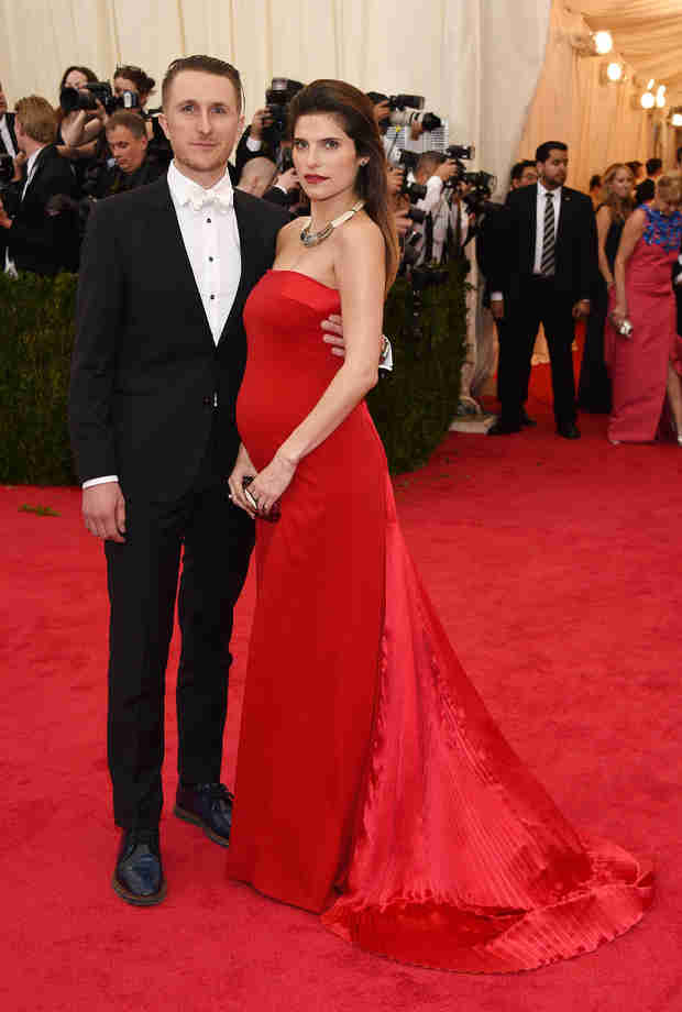 Lake Bell Dresses Up Her Baby Bump at the 2014 Met Gala (PHOTO)