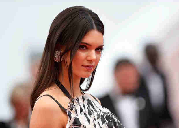Kendall Jenner Has Major Malfunction While Presenting at Billboard Awards