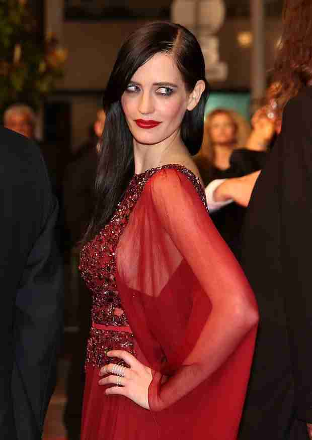 Eva Green Is Ravishing in Red For The Salvation Premiere at Cannes 2014 (PHOTO)