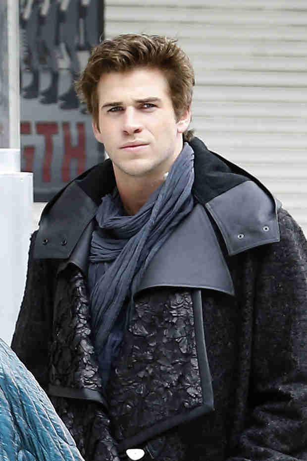 "Liam Hemsworth Injured on Set of Latest ""Hunger Games"" Movie (VIDEO)"