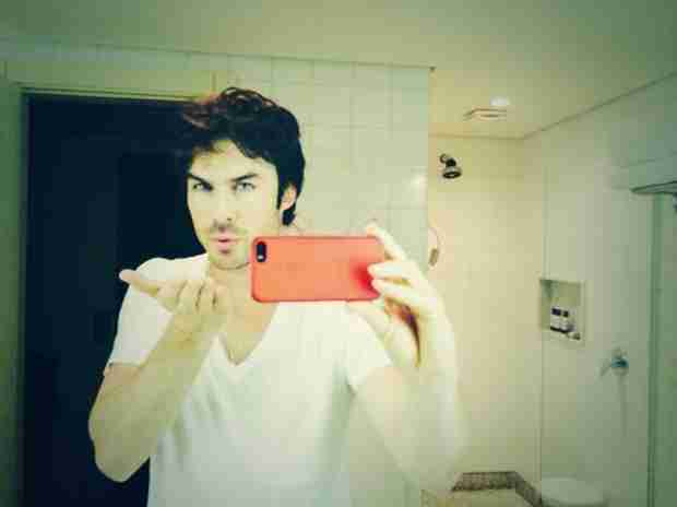 Smile! Ian Somerhalder Is Blowing You a Kiss (PHOTO)
