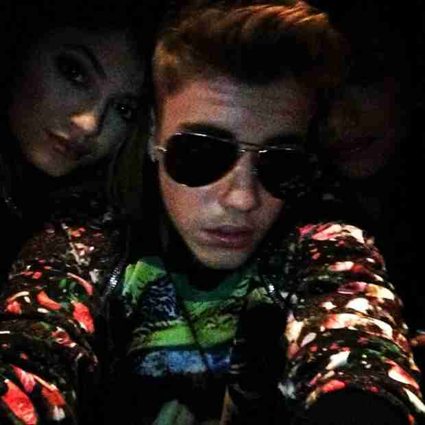 Kylie Jenner Cozies Up to Justin Bieber (PHOTO)