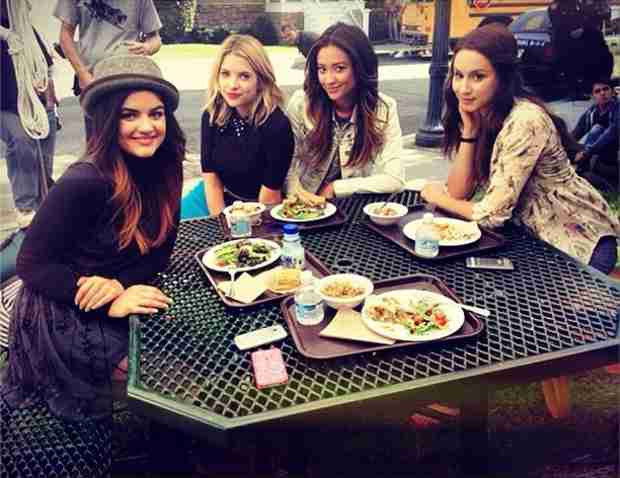 Pretty Little Liars 100th Episode Sneak Peek — Check Out the Liars on Set! (PHOTO)