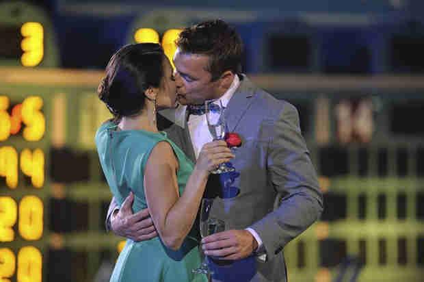 The Bachelorette 2014: Chris Soules Nabs Andi Dorfman's First Kiss (PHOTO)