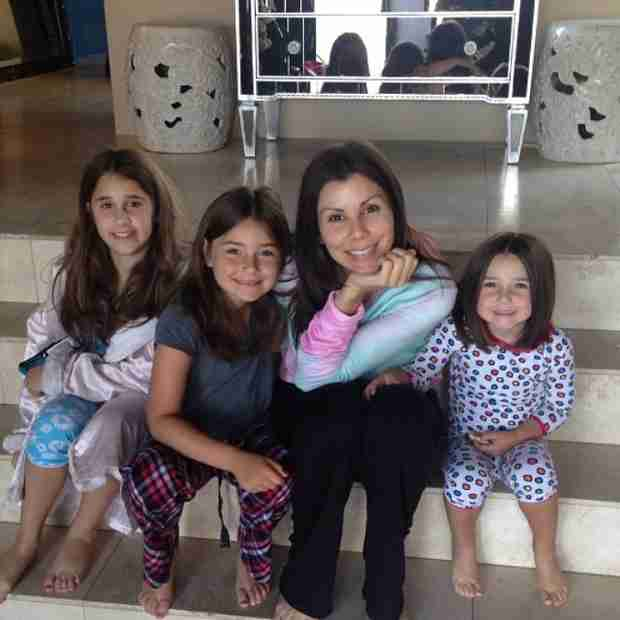 Heather Dubrow Shares Makeup-Free Selfie With Adorable Daughters (PHOTO)