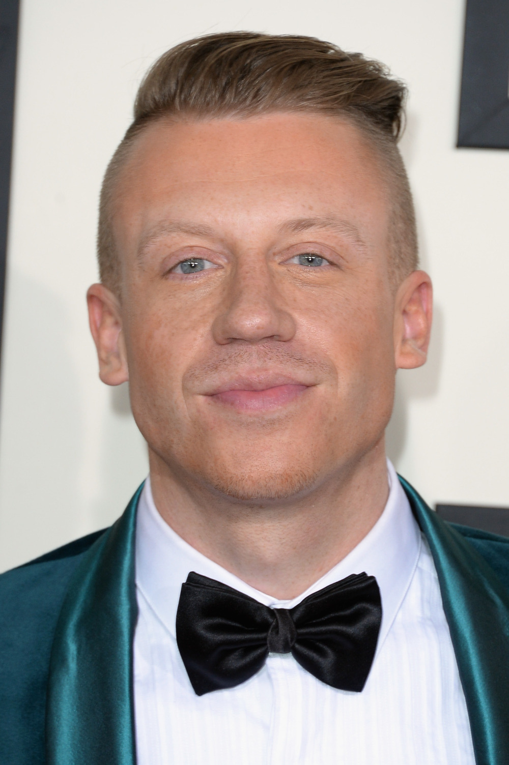 "Macklemore Apologizes For His Anti-Semitic Costume: ""A Jewish Stereotype Never Crossed My Mind"" (VIDEO)"