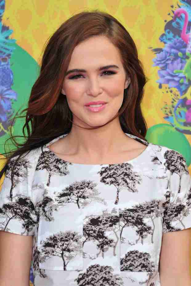 5 Reasons Why Zoey Deutch Is Your New Kick-Ass Role Model