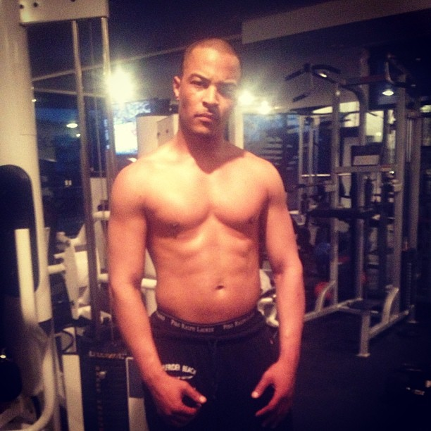 "T.I. Makes Fun of ""Black Eye"" Rumors Post Floyd Mayweather Fight VIDEO)"