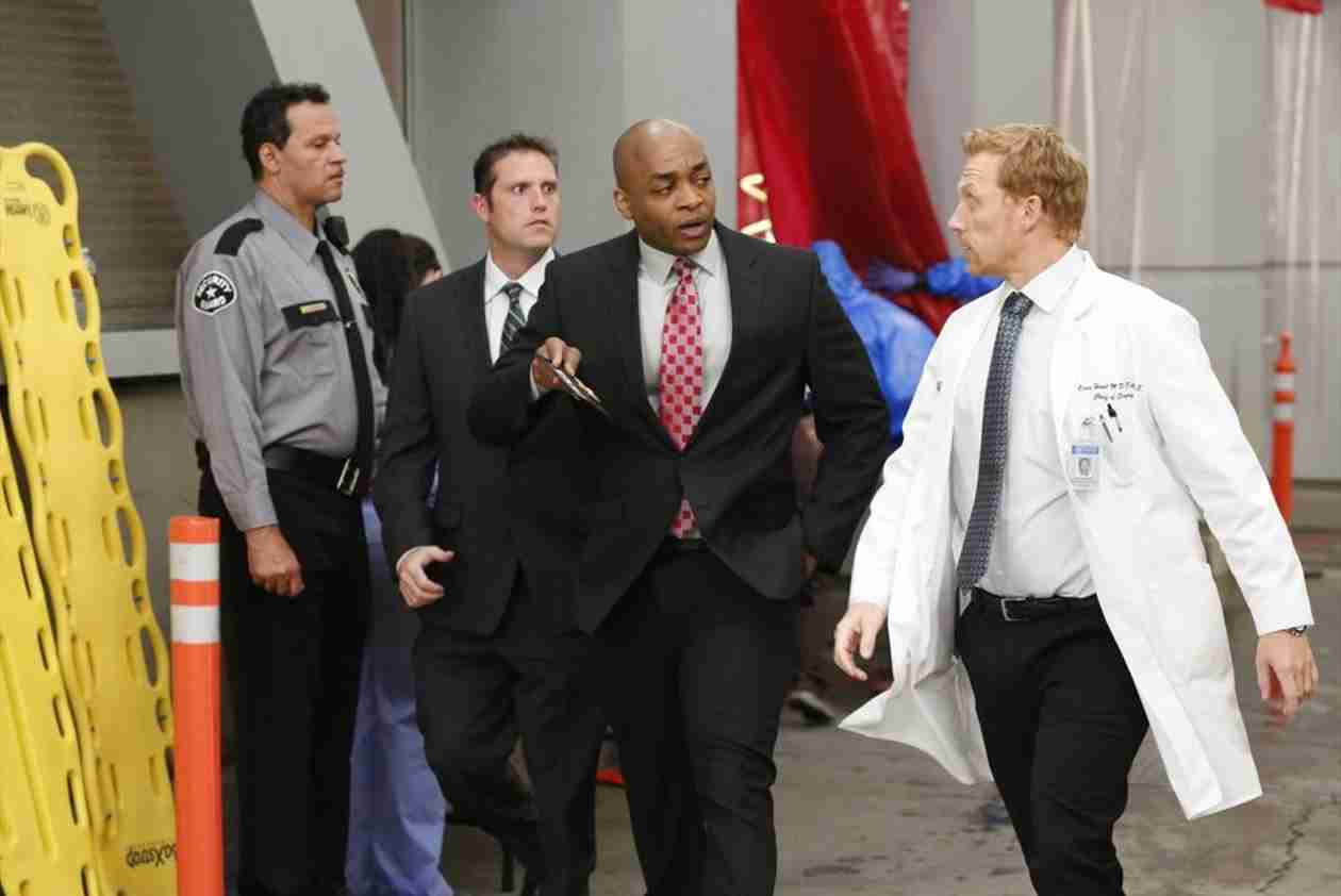 "Grey's Anatomy Season 10, Episode 24 Promo: ""Fear (of the Unknown)"" (VIDEO)"