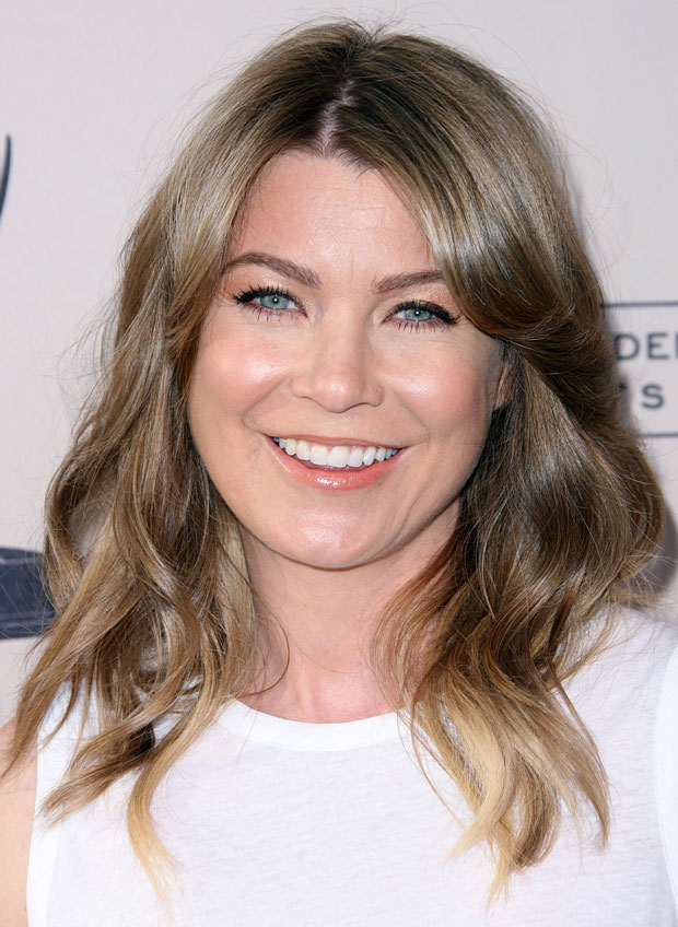 Ellen Pompeo Heats Up Caribbean With Black-and-White Beachwear, Toned Legs (PHOTO)