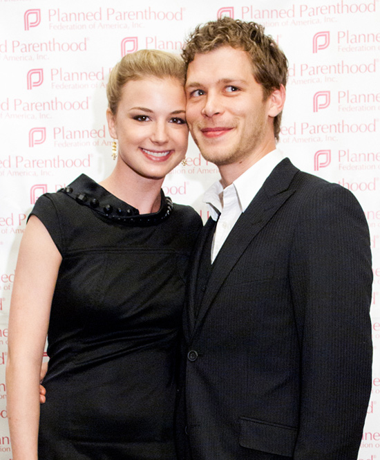 emily vancamp dating brothers and sisters co star