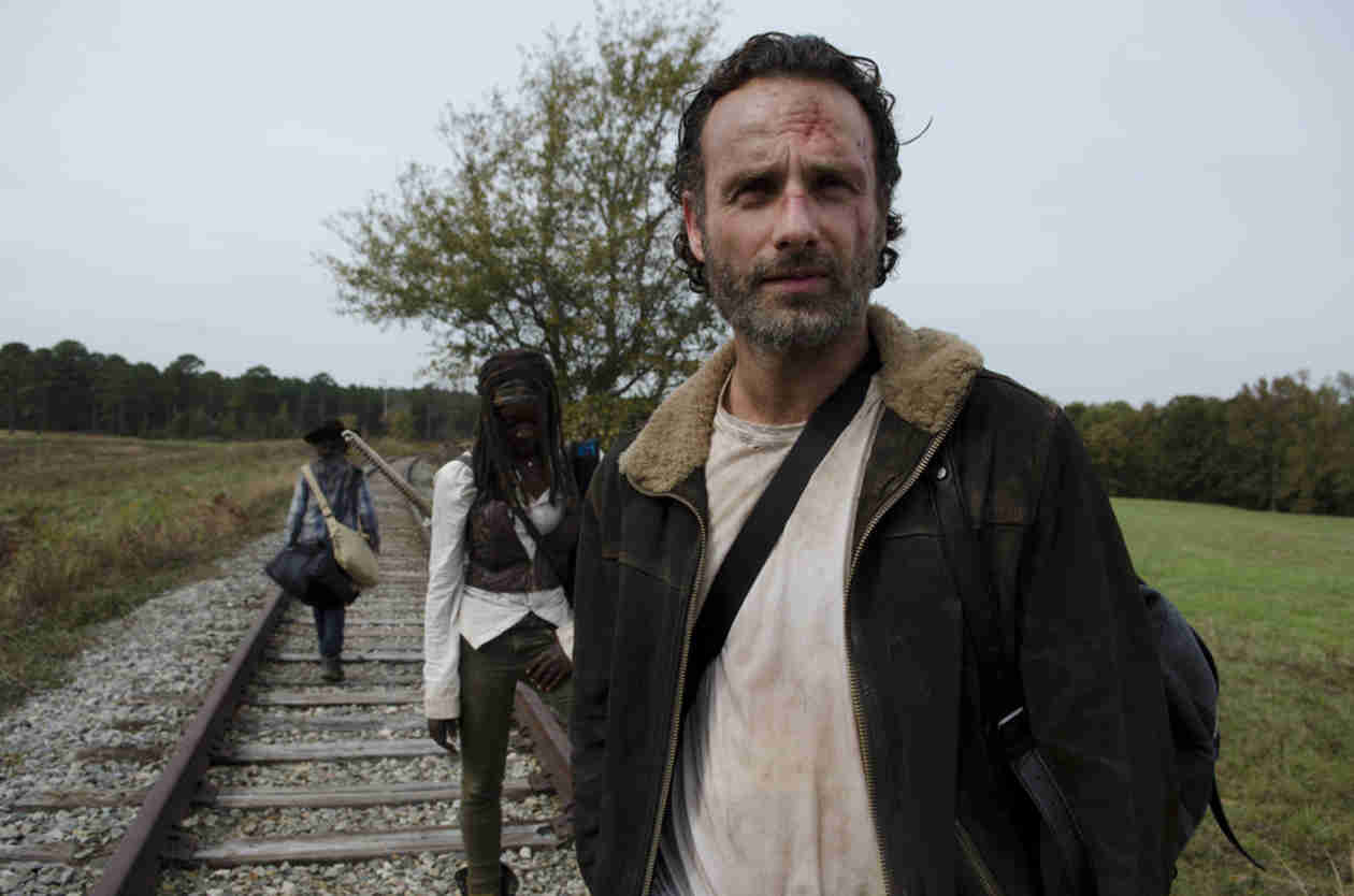"Robert Kirkman: ""Rick Grimes Is Kind of a P—y"" on The Walking Dead"