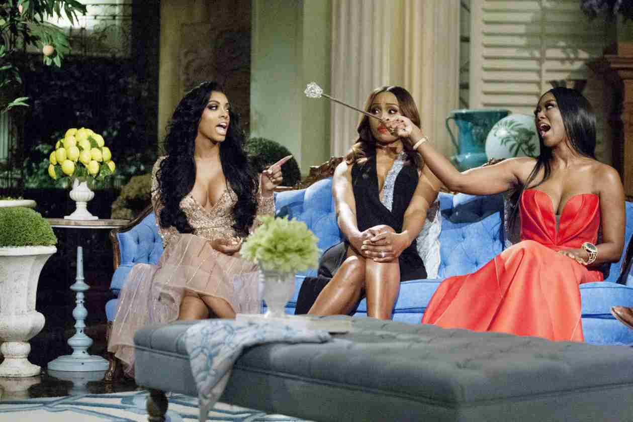Kenya Moore Mocks Porsha Stewart's Claims That Her Scepter Was a Weapon (PHOTO)