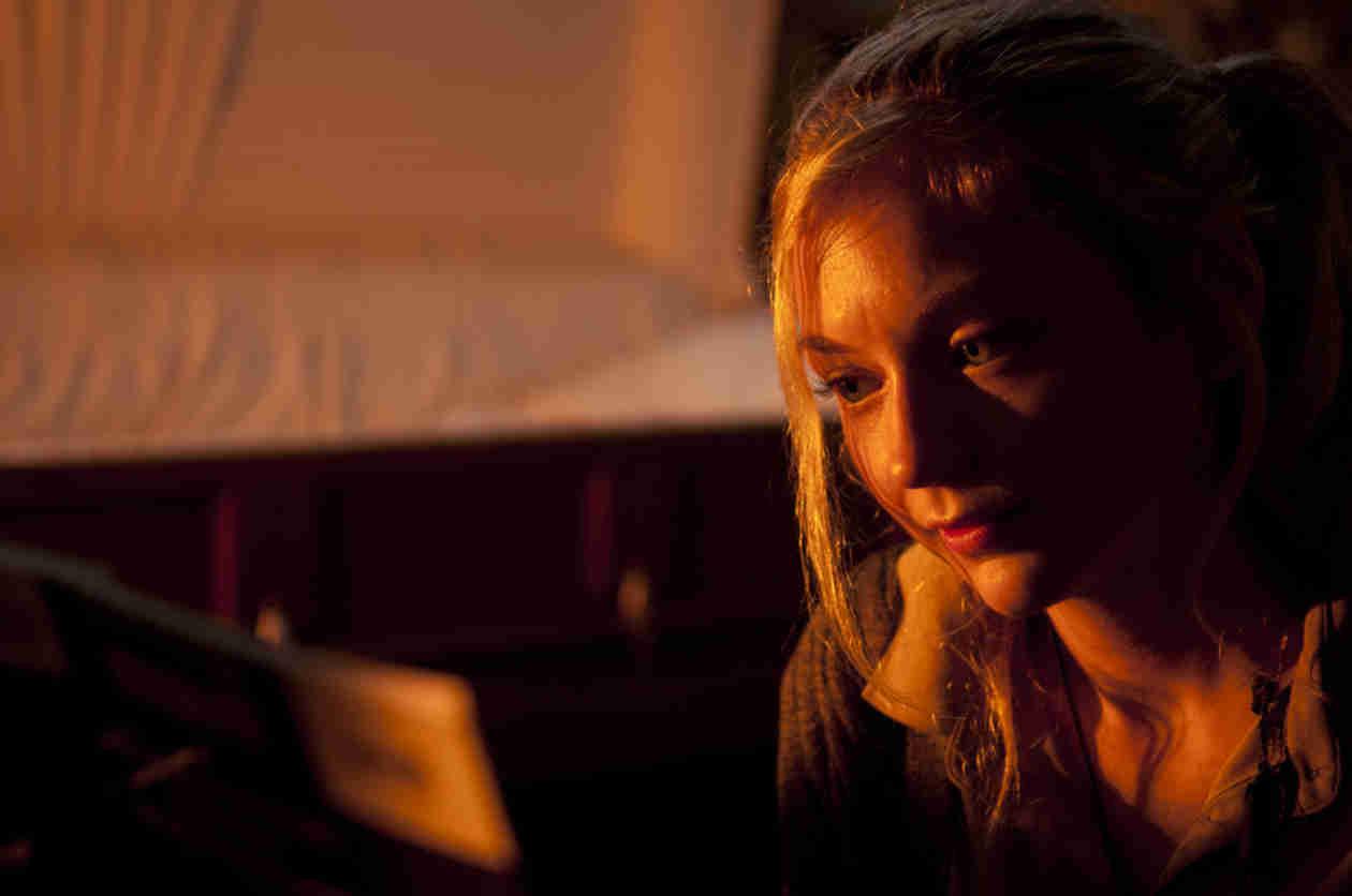The Walking Dead: Emily Kinney Shares Cute Beth Greene and Daryl Dixon Photo