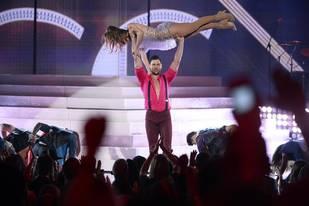 "Maksim Chmerkovskiy and Jennifer Lopez Are ""Just Friends"" — Report (VIDEO)"