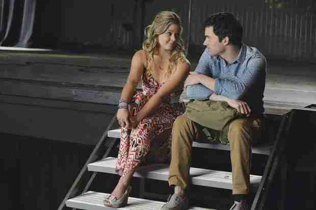 "Pretty Little Liars Spoilers: Ian Harding Thinks Ezra and Ali's Romance Is ""Done"""