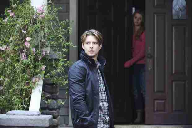 "Is Jason ""A"" on Pretty Little Liars? 3 Clues From Season 5, Episode 2 That Prove He Might Be"
