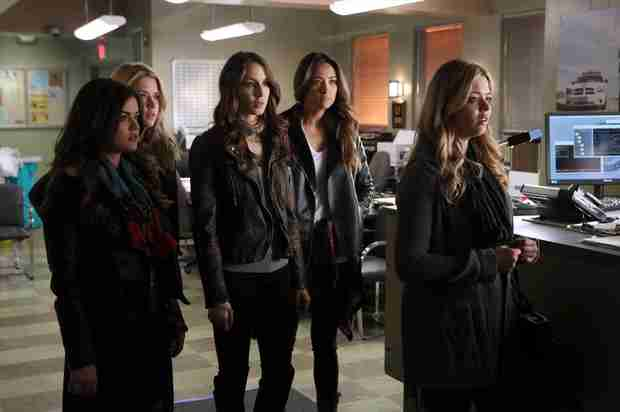 Pretty Little Liars Burning Question: Will the Liars Help Ali?