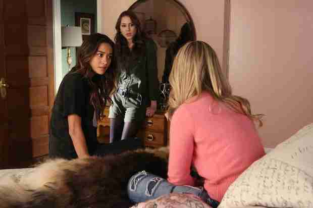 Pretty Little Liars 100th Episode Spoilers: Ali's First Day Back at Rosewood High!