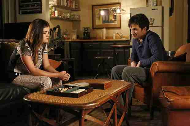 Pretty Little Liars Season 5 Spoilers: Ezra and Aria Bond Over WHAT?