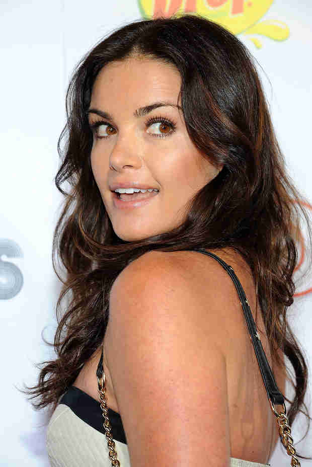 Bachelor Winner Courtney Robertson Dated the Hubby of WHICH Hollywood Actress?