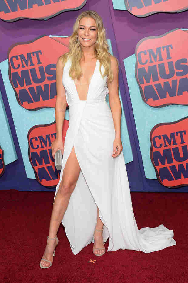 LeAnn Rimes Shows Off Major Cleavage at the 2014 CMT Music Awards (PHOTO)