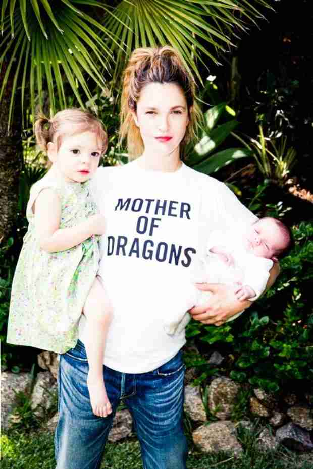 "Drew Barrymore Poses With ""Dragons"" Frankie and Olive, to Benefit Foster Kids (PHOTO)"