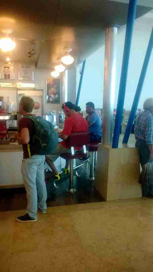 Josh Murray Spotted at the Cancun Airport — What's He Doing in Mexico? (PHOTO)