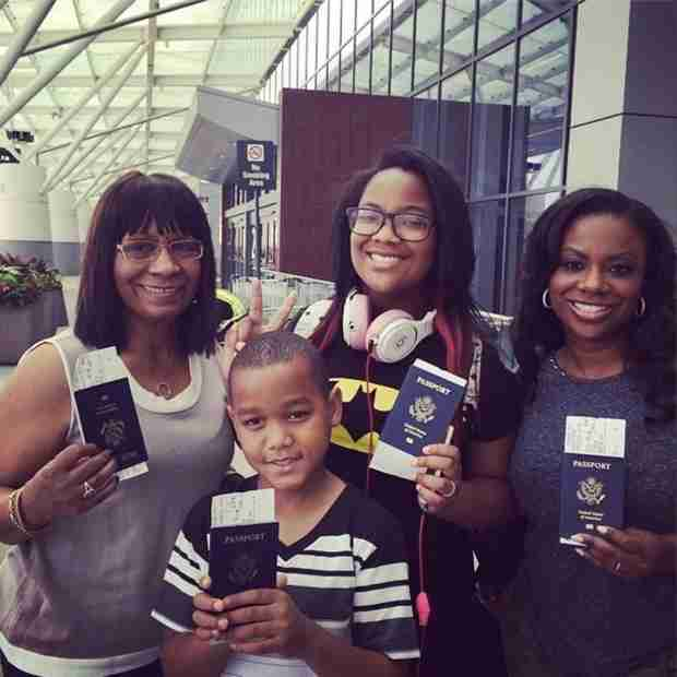 Kandi Burruss Takes Mama Joyce and Riley on Vacation Overseas! (PHOTO)