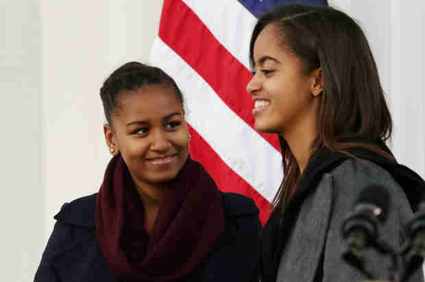 "Sasha Obama Visits Pretty Little Liars Set — Does She Know Who ""A"" Is?!"