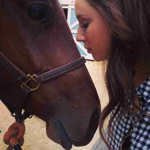 Pretty Little Liars Season 5 Spoilers: Spencer Finally Gets Her Horse (PHOTO)