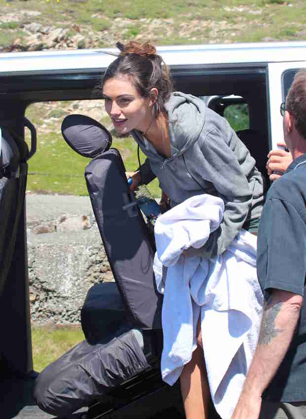 Phoebe Tonkin Goes Casual While Filming Take Down (PHOTO)