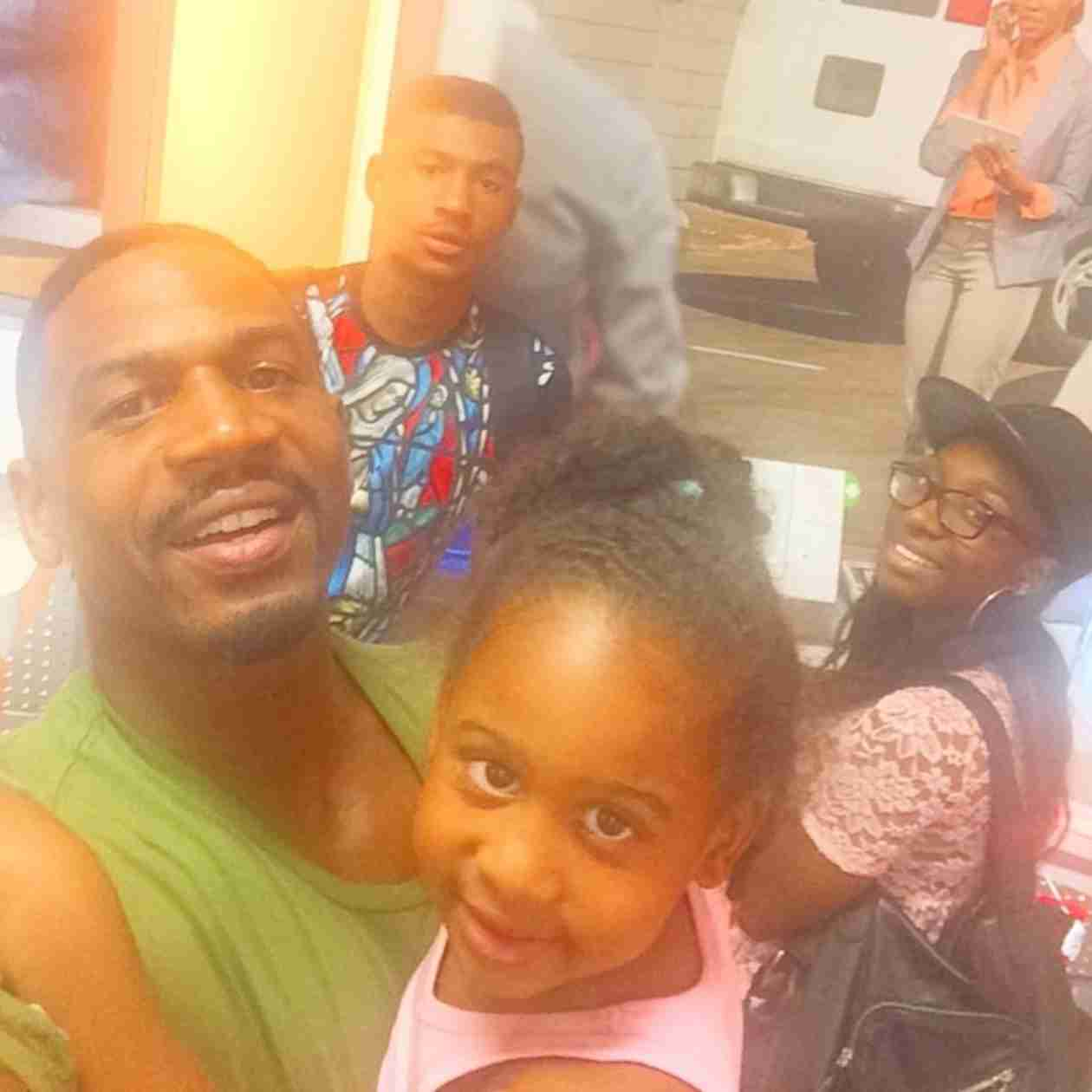 Stevie J. Has Family Day Out With Kids Amid Child Support Suit (PHOTO)