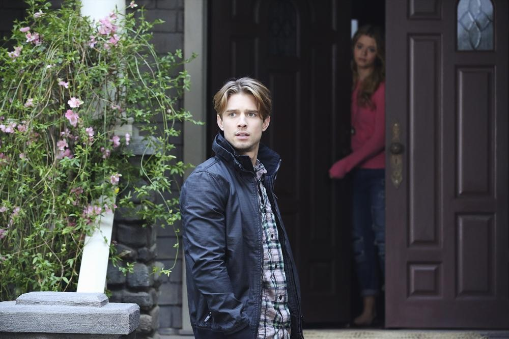 "Who Is ""A""? Our Top 5 Suspects From Pretty Little Liars Season 5, Episode 2"