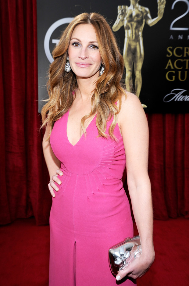 "Julia Roberts Admits She Loves Scaring Her Kids: ""You Get the Fever For It"" (VIDEO)"