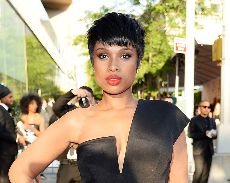 "Jennifer Hudson Posts Bikini Selfies Show Off Her Fit Body — ""I Earned It!"" (VIDEO)"