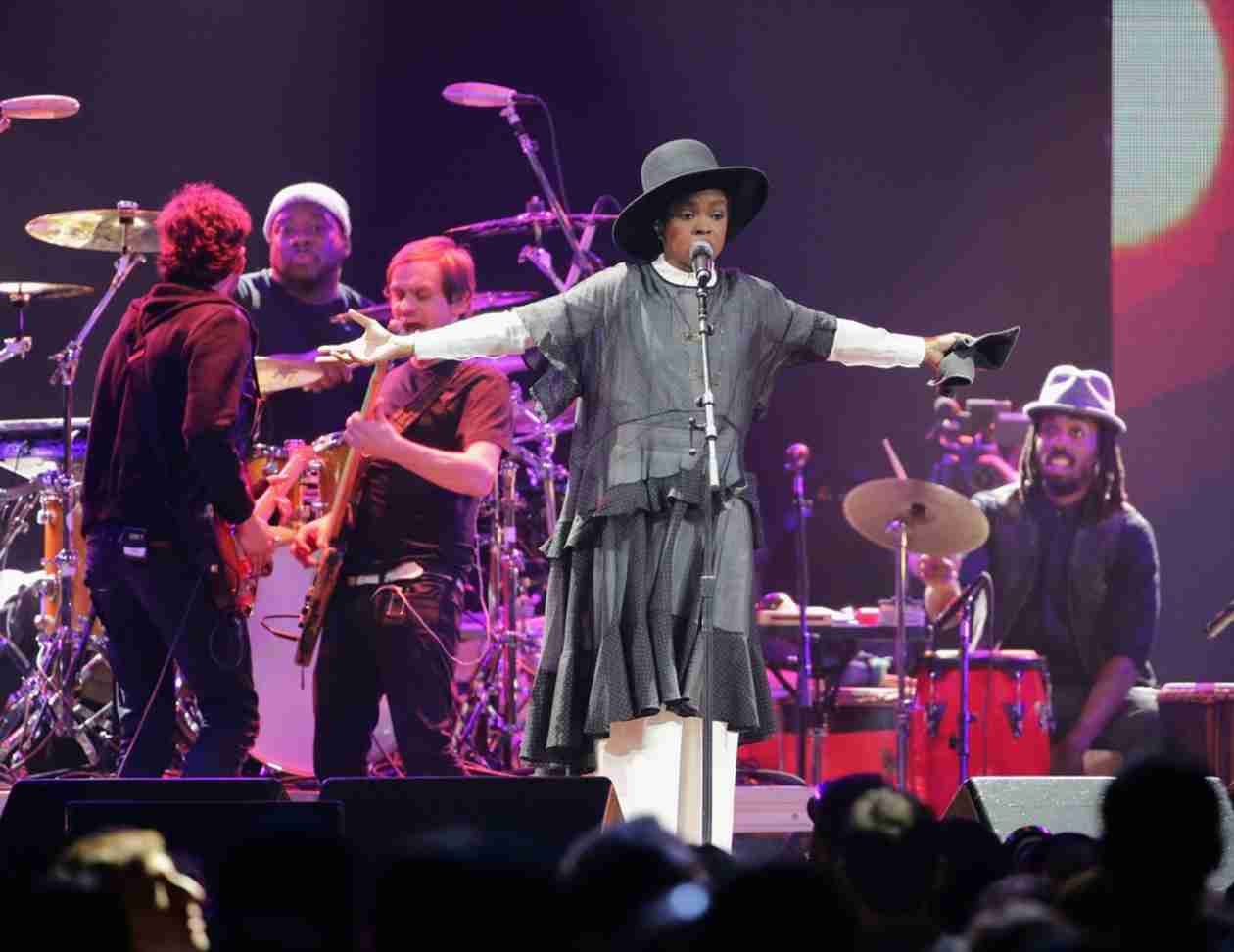 Lauryn Hill Brings Daughter Selah on Stage to Sing During Concert (VIDEO)
