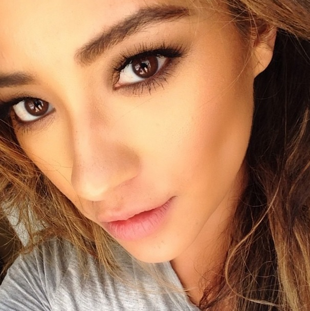 Shay Mitchell Goes Natural Glam — See the Super Sexy Look! (PHOTO)