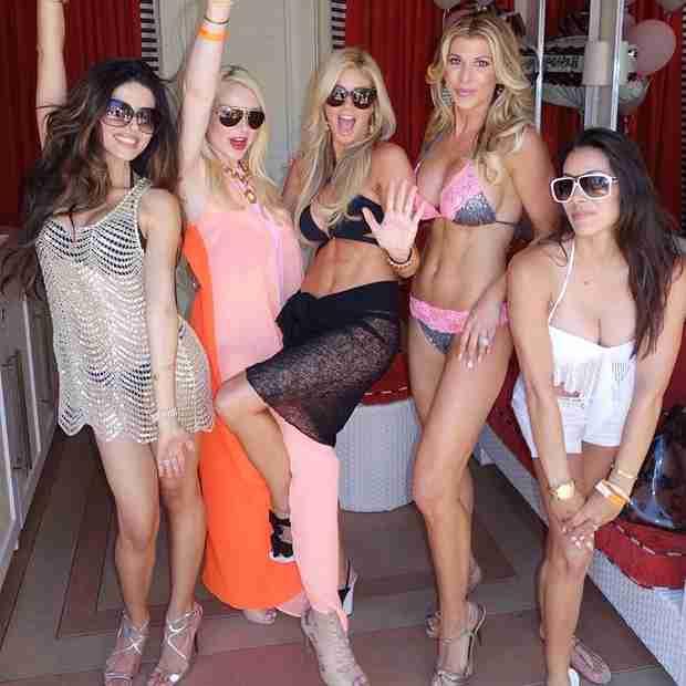 Alexis Bellino Shows Off Her Incredibly Busty Bikini Body (PHOTO)